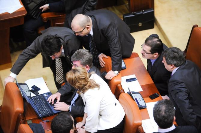 Parlamentatrii nu au reușit să transforme în legi mai mlte propuneri