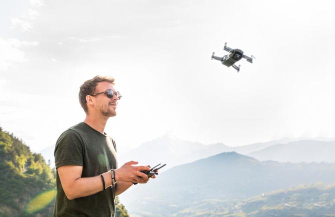 Japonia interzice pilotarea dronelor de către cei aflați în stare de ebrietate