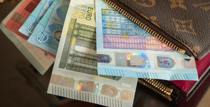 Comisia Europeană a propus, miercuri, un buget al UE de 166,7 miliarde euro pentru 2021, care va fi completat de granturi în valoare de 211 miliarde euro