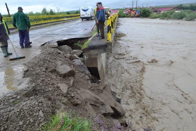 Inundatiile din județul Suceava a produs pagube uriașe
