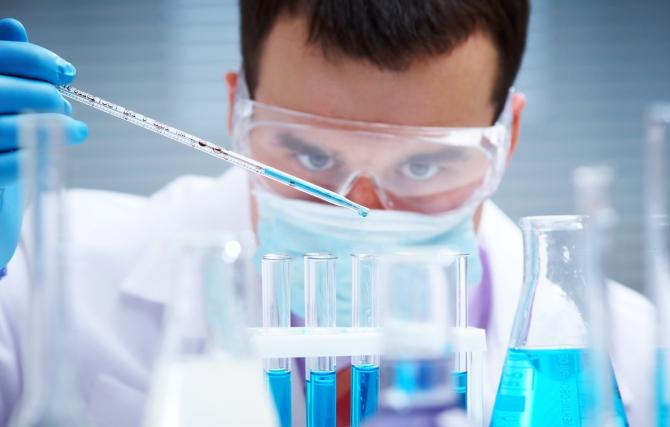 Se lucrează intens în laborator
