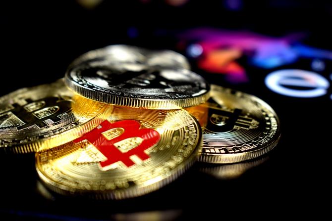 Bitcoin a ATINS un NOU RECORD! Tranzacții masive