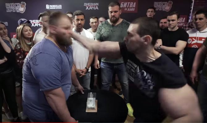 """Confruntarea dintre Vasili """"Gălușcă"""" Kamotski și Kiril """"Brațe de bazooka"""" Tereșin"""