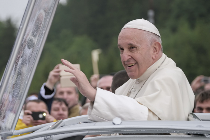 Papa Francisc a numit, miercuri, prima femeie care deţine un post de rang înalt în Secretariatul de Stat al Sfântului Scaun