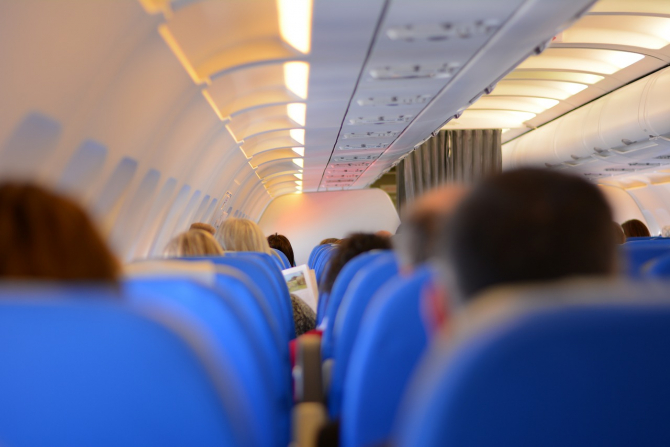 Persoanele cu handicap vor putea calatori gratuit cu avionul