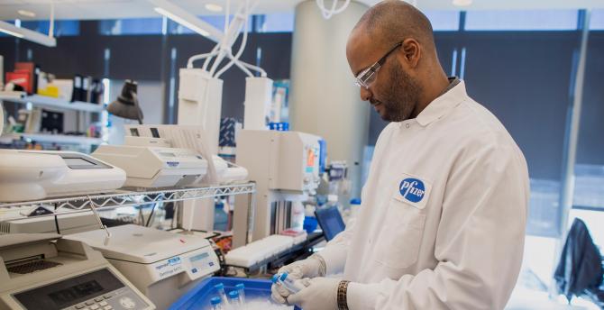 Pfizer a anunțat reușita vaccinului dezvoltat de BioNtech