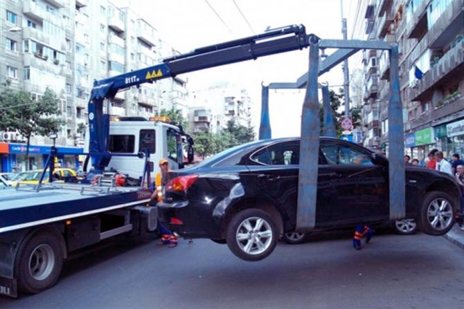 Masinile parcate pe domeniul public vor fi ridicate