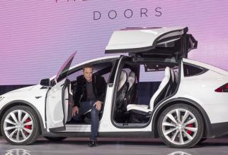 Miliardarul Elon Musk nu își trădează compania