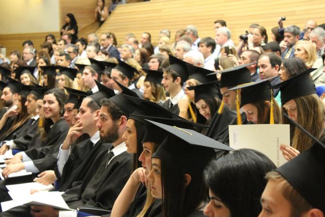 Absolvenții de facultăți ar putea fi obligați să plătească studiile dacă părăsesc țara
