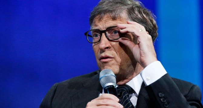 Bill Gates a părăsit, după doi ani, Harvardul pentru a fonda Microsoft