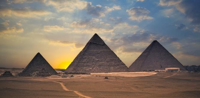 Sunt piramide deosebite