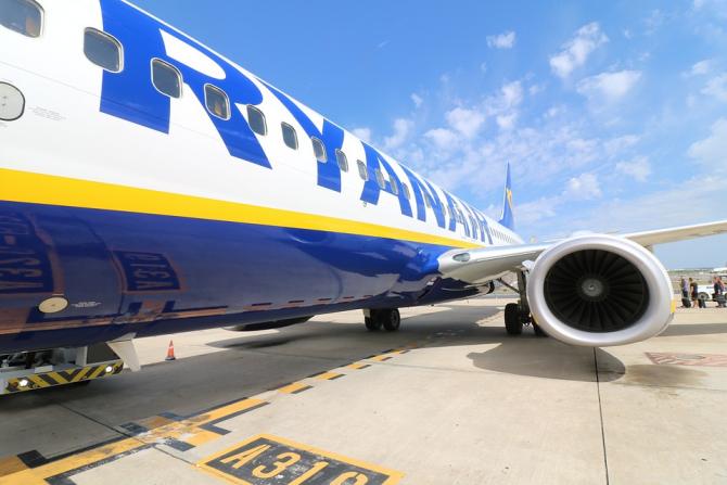 Ryanair concediază sute de angajați