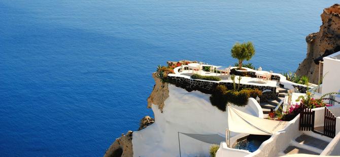 Ce primesc turiștii de pe insula greacă Santori. Ce a DECIS primarul