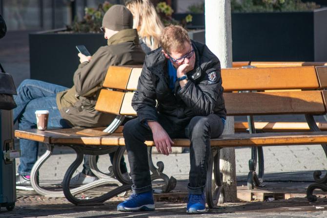 Ambsolvenții pot cere ajutor de șomaj