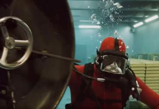 Scenă din timpul episodului în care este jefuit saful inundat