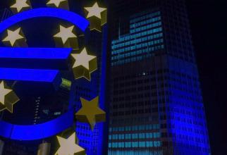 Banca Centrală Europeană (BCE) şi-a revizuit joi, în scădere, estimările privind creşterea economică înregistrată anul viitor de zona euro