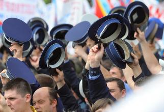 Vela: DEFICIT de personal în MAI! Concurs pentru 2.073 de posturi de ofiţeri