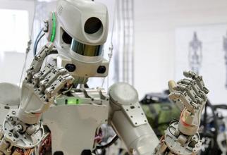 """Potrivit unui sondaj realizat de PwC, 60% dintre cei intervievaţi se tem de automatizarea locurilor de muncă, iar 39% cred că locurile lor de muncă vor fi """"depăşite"""" peste cinci ani."""