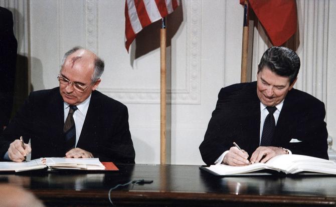 Tratatul Istoric a fost semnat de Mihail Gorbaciov și Ronald Reagan în perioada Războiului Rece
