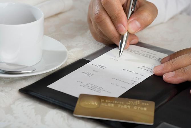 Ministerul de Finanțe legalizează și impozitează bacșișul