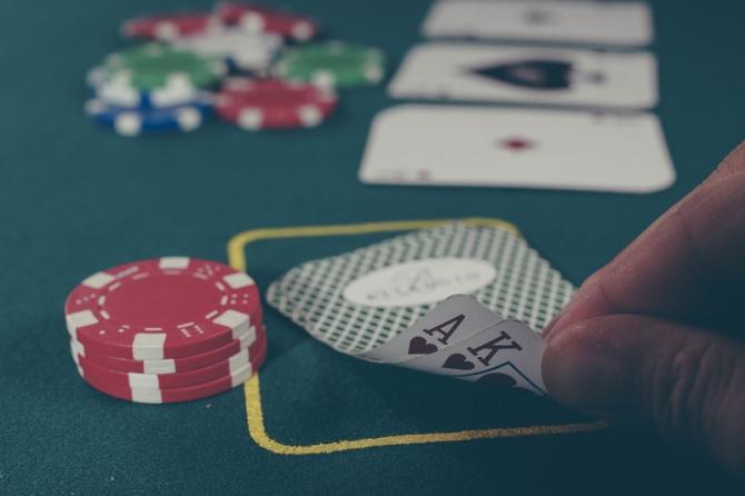 Guvernul ia masuri impotriva dependenței de jocuri de noroc