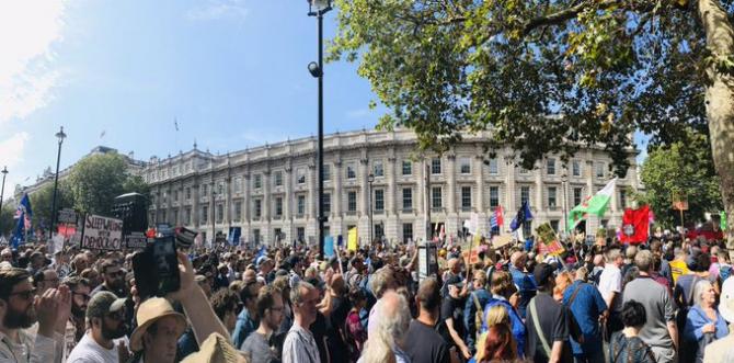 Protest masiv față de suspendarea Parlamentului