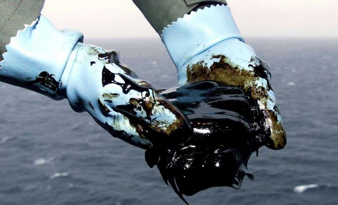 Prețul petrolului Brent a coborât sub 60 de dolari barilul