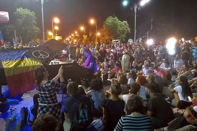Manifestația din Piața Victoriei la final
