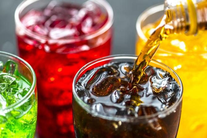 Sucurile îndulcite cu zahăr vor fi suprataxate