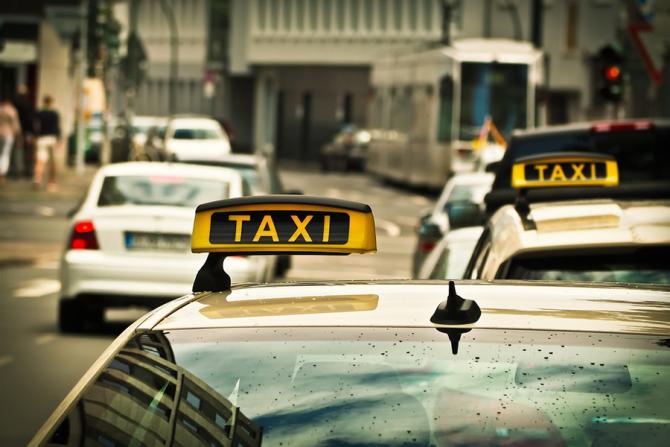 Taxiurile vor fi dotate du GPS și POS