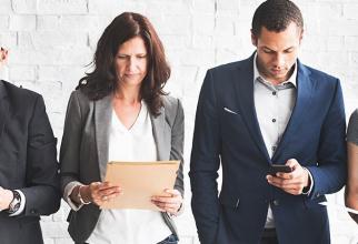Vârsta îngreunează găsirea unui loc de muncă mai mult pentru femei (63%) decât pentru bărbaţi (37%).