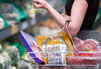 Alimentele s-au scumpit cu peste 5%
