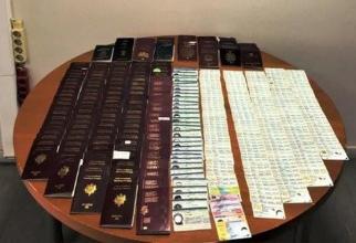 Documentele, descoperite în bagajele româncei