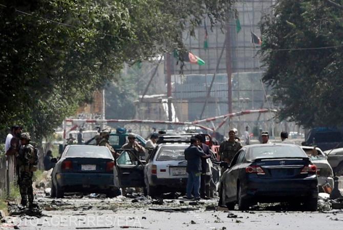 Atentat la Kabul. 17 persoane au fost rănite în explozia unui bombe plasate sub un microbuz care transporta funcţionari guvernamentali.