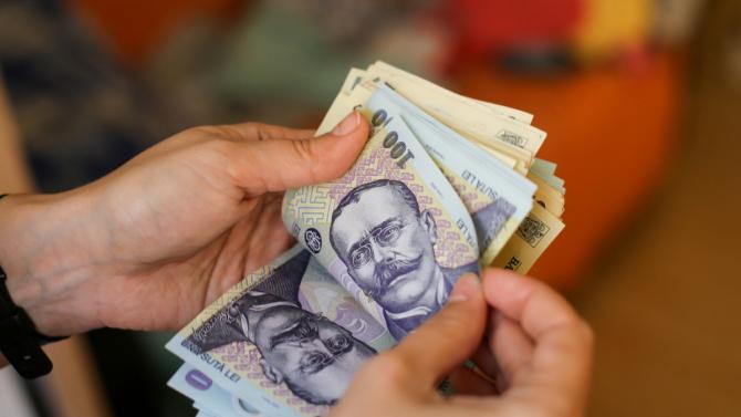 Angajatorul trebuie să plătească 400 de lei în plus pentru acești salariați