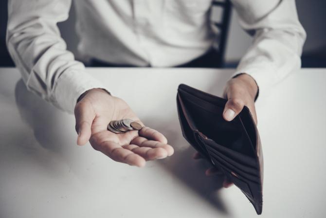 Două din cinci gospodării suportă cu dificultate sau cu mare dificultate cheltuielile curenteFoto: freepik.com
