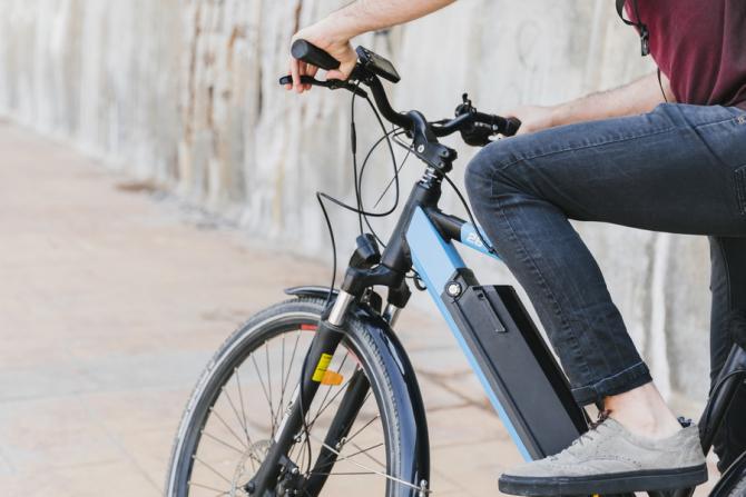 Francezii din Île-de-France primesc bani pentru biciclete electrice