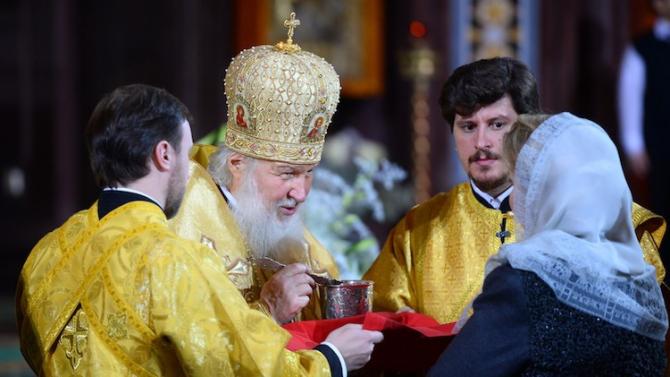 Mereu salariile preoților au stârnit controverse în România.