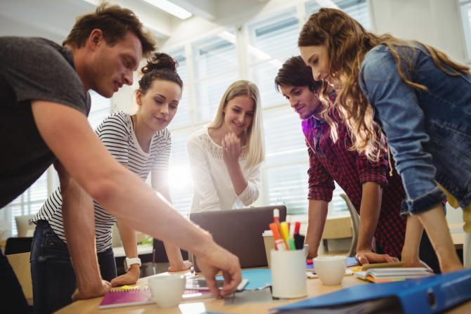 În viziunea generaţiei de tineri antreprenori, cele mai relevante tehnologii emergente pentru viitorul companiilor sunt, în opinia lor: Internet of Things