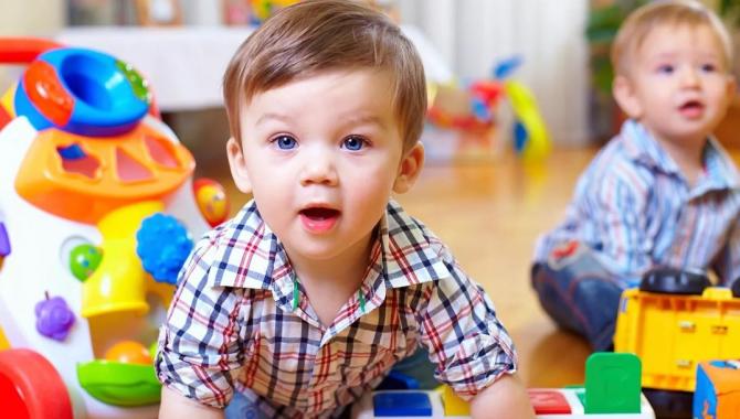 reşedintele Klaus Iohannis a promulgat miercuri legea care prevede majorarea alocaţiei pentru copii