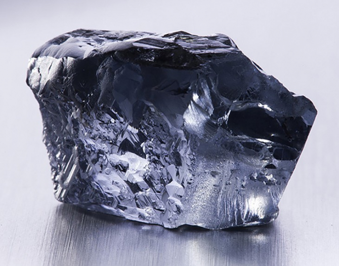 Diamantul albastru, descoperit în august