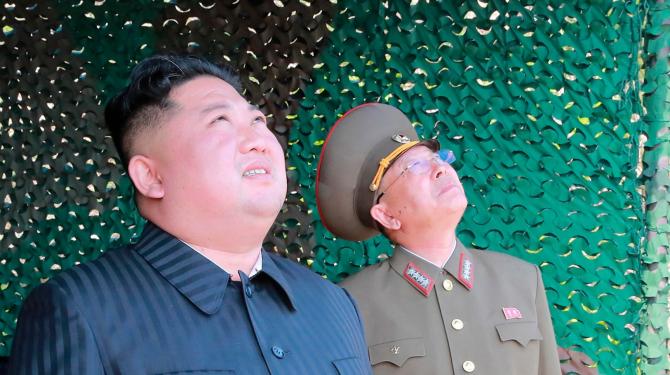 Liderului nord-coreean îi plac rachetele