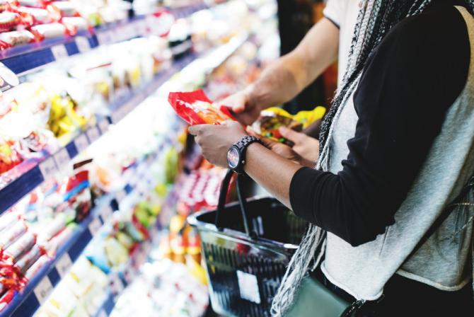 Firmele amendate şi închise temporar de Autoritatea Naţională pentru Protecţia Consumatorilor (ANPC) sunt obligate să afişeze o plachetă în care să precizeze acest lucru