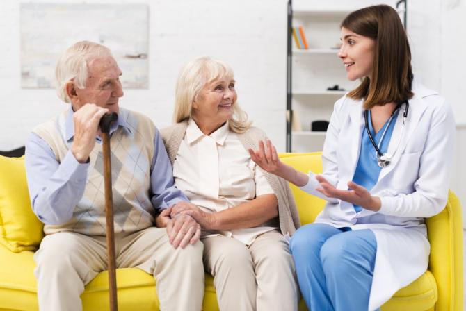 Pensionarii pot beneficia de mai multe gratuități