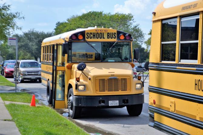 Statul va deconta în continuare naveta elevilor