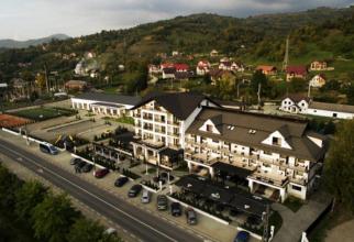 Hotelul Gabriela este localizat în Maramureșul istoric