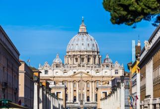 Miniştrii de externe ai Chinei şi Vaticanului