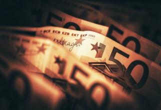 Efortul producerii bancnotelor euro este combinația băncilor centrale naţionale şi al Băncii Centrale Europene