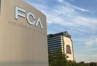 Compania auto Fiat Chrysler Automobiles (FCA) a anunţat vineri că analizează o posibilă colaborare cu firma de tehnologie Hon Hai