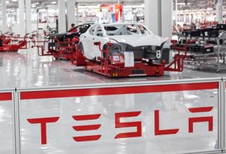 reșterea de 20% a acțiunilor Tesla, cea mai mare în mai mult de un an, a sporit averea lui ElonMusk la 174 miliarde de dolari